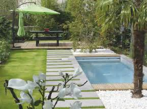 13 idees deco pour embellir le coin piscine With idees deco jardin exterieur 13 amadera lincontournable de la decoration de jardin le