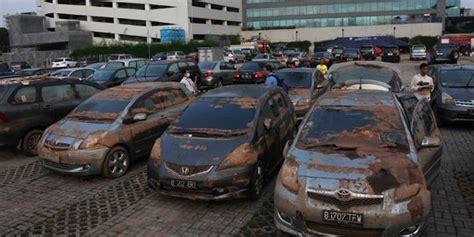 cara mudah mengenali mobil bekas kecelakaan dan banjir