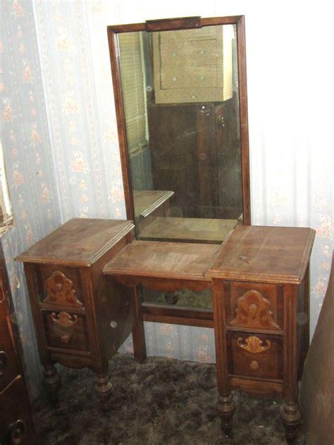antique vintage   yr bedroom vanity makeup