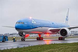 KLM welcomes latest Boeing 777-300 at Schiphol