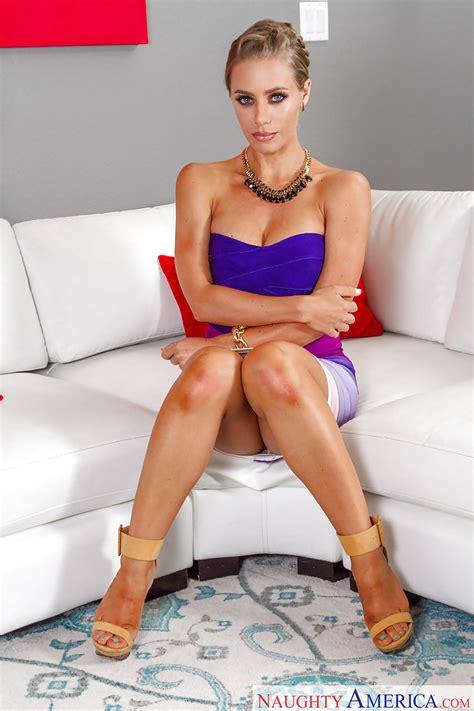 Tall Blonde Pornstar Nicole Aniston Flashing Panties And Large Breasts Pornpics Com