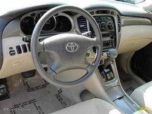 Ivory Interior 2002 Toyota Highlander I4 Photo  47213966