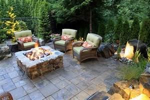 garten sitzecke 99 ideen wie sie ein outdoor wohnzimmer With feuerstelle garten mit spatzen vom balkon vertreiben