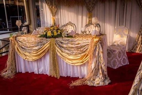 decoration avec raphia mariage coutumier table des maries