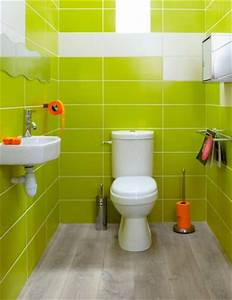 deco wc faience murale vert anis accessoires orange With carrelage adhesif salle de bain avec lampe a poser led