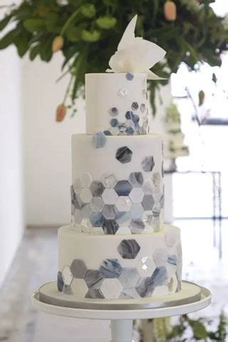 wedding cake flavors   pick  perfect cake flavor