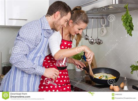 couples amour cuisine in cooking together in the kitchen and
