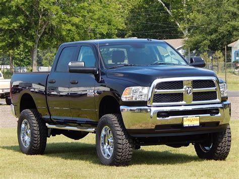 ram  tradesman crew cab   lift kit steps