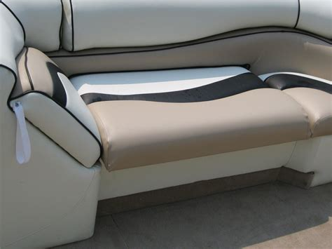 How To Recover Boat Seats by How To Reupholster A Pontoon Boat Seat Brokeasshome