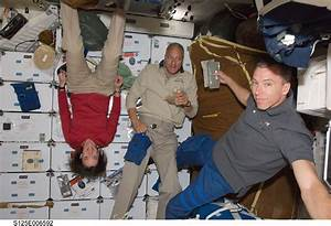 Astronauts Floating In Space Shuttle (page 4) - Pics about ...