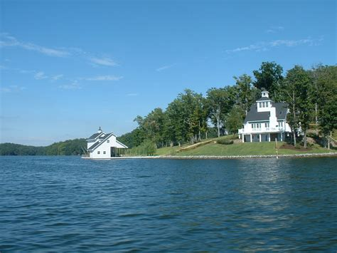 Compare properties, browse amenities and find your ideal property in leesville lake, virginia A Guide to Virginia's Smith Mountain Lake | Jane at the Lake