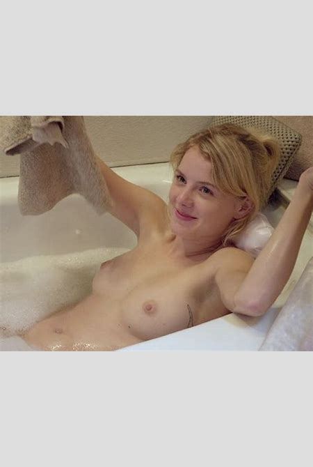 Laura Wiggins Topless (8 Photos) | #TheFappening