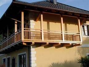 balkone aus holz balkongeländer aus holz balkongeländer direkt