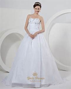 white organza sweetheart strapless wedding dress with With floral applique wedding dress