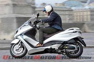 Piaggio X10 350 : 2012 piaggio x10 350 scooter first ride ultimate motorcycling ~ Medecine-chirurgie-esthetiques.com Avis de Voitures