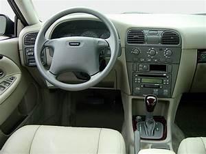 Volvo V40 2003 Images
