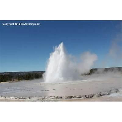 Yellowstone Geysers – Riverside Geyser Daisy