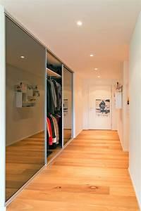 Treppenaufgang Mit Tür Verschließen : trennwand im eingang f r garderobenschrank und treppenaufgang auf zu ~ Orissabook.com Haus und Dekorationen