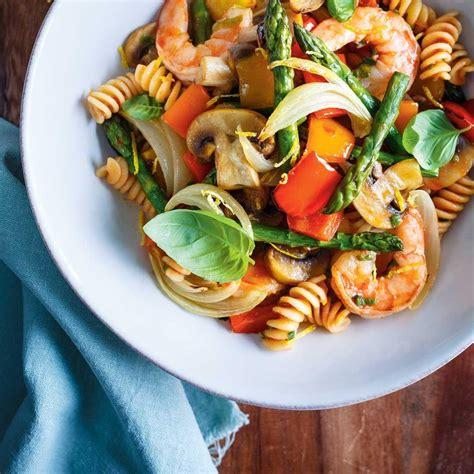 la cuisine de ricardo pâtes aux légumes et aux crevettes ricardo
