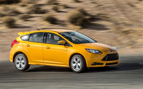 2018 Ford Focus St Front View In Motion Photo 12