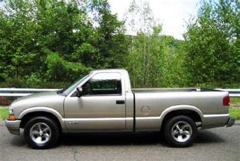 used 2001 chevrolet s 10 regular cab pickup truck for sale
