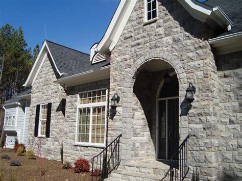 Exterior : Stone Brick Veneer