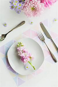 FREE PRINTABLE GEOMETRIC PLACEMATS IN PRETTY PASTEL COLOUR