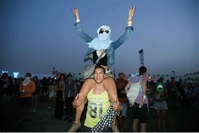 Festivals Festival Concerts Another Gifs Concert Shoulder