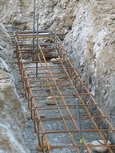 Ferraillage Fondation Mur De Cloture : longrines en place avec tiges de fer de niveau photo de ~ Dailycaller-alerts.com Idées de Décoration