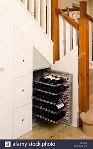 Schrank Unter Treppe Kaufen : schrank unter treppe in modernen flur gebaut stockfoto bild 47976071 alamy ~ Markanthonyermac.com Haus und Dekorationen