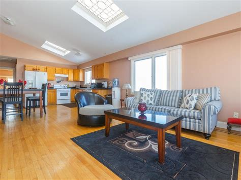 stylish  bedroom  bath apartment homeaway