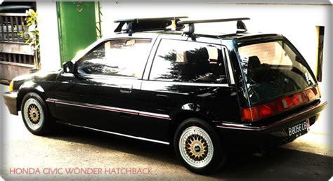 mobil sedan bekas  murah bergaya retro klasik