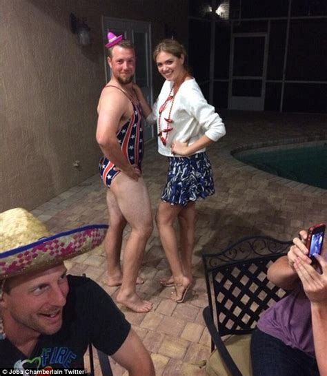 Kate Upton Teaches Detroit Tigers Bryan Holaday Intricacies Of Swimsuit Modelling Daily Mail
