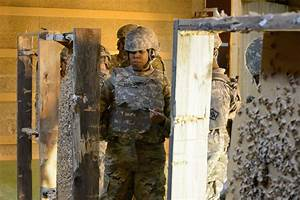 DVIDS - Images - 39th Signal Bn Soldiers Qualify with M4A1 ...