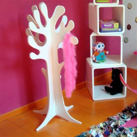 deco arbre chambre bebe le porte manteau arbre ajoute une touche déco à votre