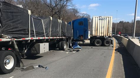 Tractor-trailer Crash Closes Interstate 95 Southbound