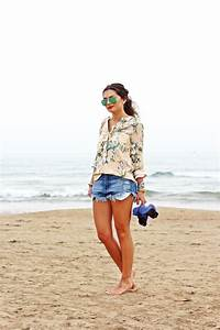 Vacation outfit ripped denim shorts - FashionHippieLoves