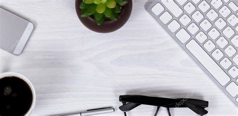 fond d ran de bureau objets de travail de bureau et de café sur fond d 39 écran