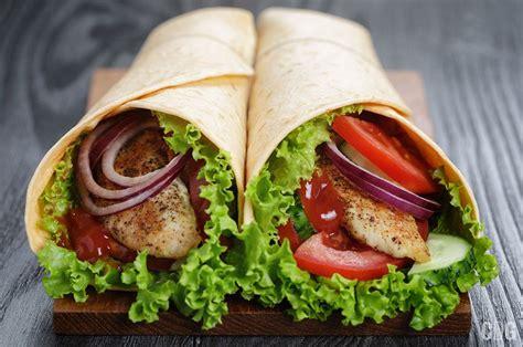 tortilla kurczakiem wrap przepis sandwiches vegetables wood table juicy pair fresh chicken codogara tortille przepisy bezglutenowe marchewkowe prosty ciasto fotosearch