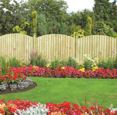 outdoor garden photos outdoor fence decorations ideas homesfeed