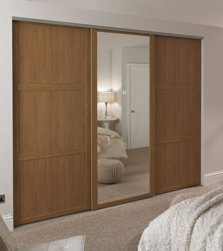 Oak Shaker Panel & Mirror Door   Howdens Joinery
