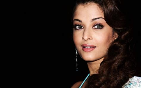 Aishwarya Rai Most Beautiful Woman Smile Hd Wallpaers