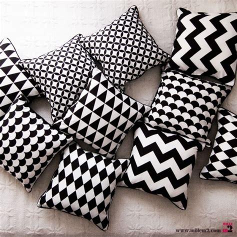 coussin en noir blanc triangles mille