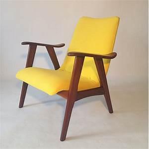 New upholstered danish design easychair nieuw for Fauteuil design