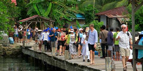 obyek wisata  manado  perlu dibenahi perkaya