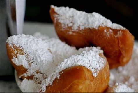 Jazz Kitchen Express Beignets by Top 10 Disney Dining Sweet Snacks At Disneyland