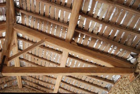 Pose Isolant Mince Sous Tuile by Isolation Sur Volige Comment Isoler Un Plafond Sur Volige