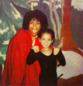 Maya Rudolph with her mom, Minnie Riperton - That Eric Alper