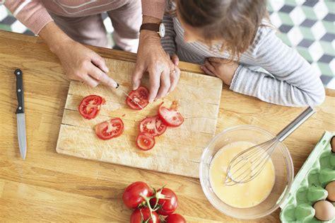 cuisiner avec les fleurs cuisiner avec les enfants apprendre en s 39 amusant et en