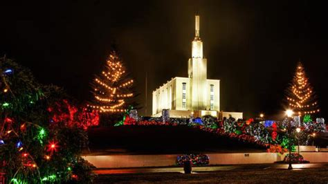 public invited to view 200 000 christmas lights in temple